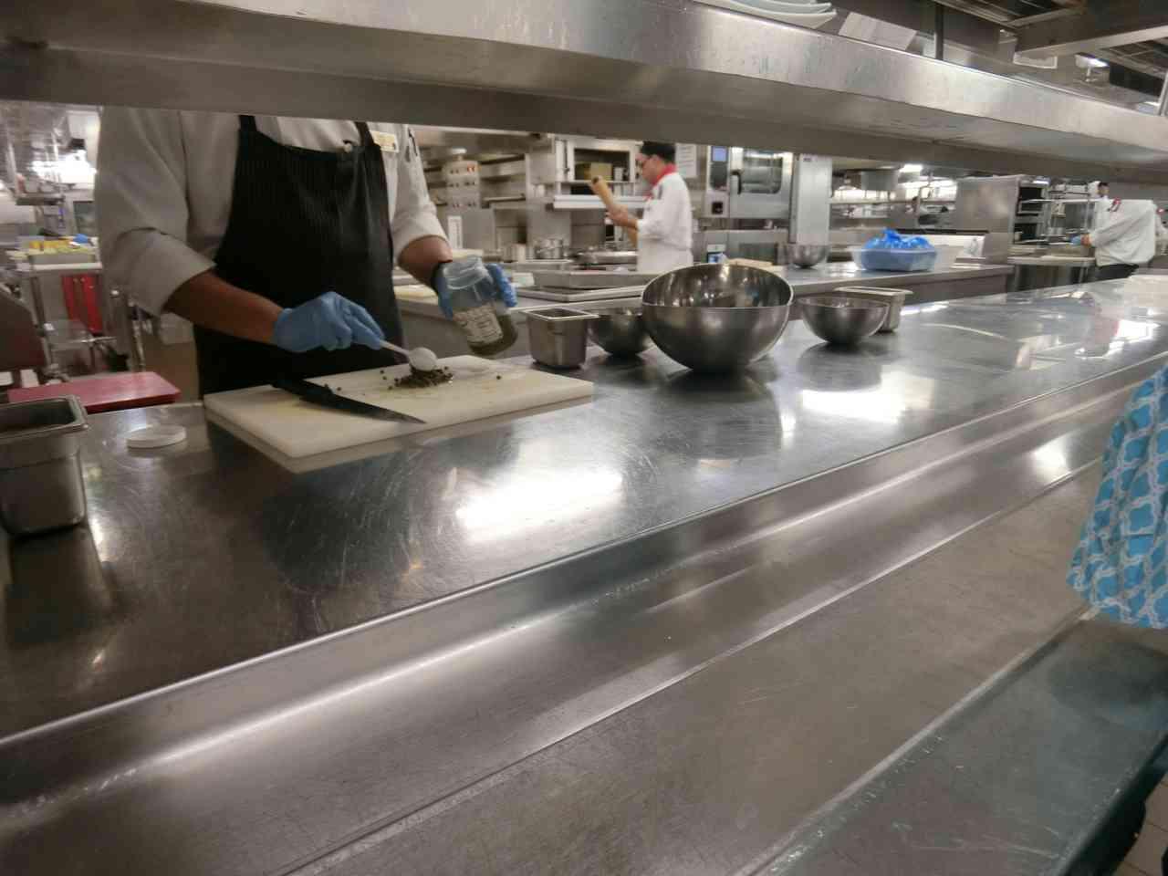 參觀郵輪上的廚房